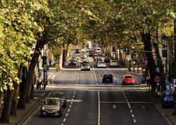 autos en la ciudad